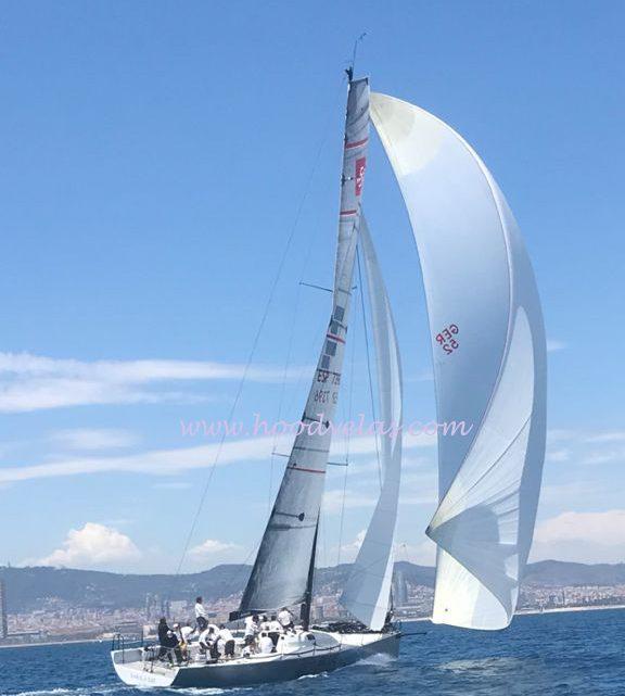 "TP52 en la regata ""48 Trofeo Conde de Godó 2021"" con la Trinqueta de Spi de Velas Hood."
